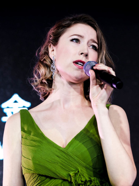Hayley Westenra wearing Dancing Ribbons Earrings while performing at the First Initiative Foundation 2017 'World in Tune' Gala Fundraiser.